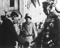 30111933_Tong_thong__Hindenbua_trao_quyen_thu_tuong_cho_Hitler.png