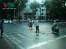 Video__Ong_Tay_chan_xe_yeu_cau_di_dung_lan_duong_o_thu_do_Ha_Noi___Bao_Giao_duc_Viet_Nam_2.flv